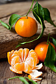Organic mandarins, whole and peeled