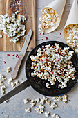 Popcorn with gorgonzola, caramel and red pepper