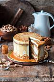 Kürbis-Karamell-Kuchen mit Mandelkrokant