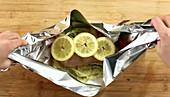 Hähnchenbrust mit Gemüse in Folie zubereiten