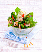 Spinach salad with mushrooms and beansprouts