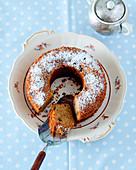Pound cake with raisins and icing sugar