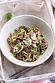 Spinat-Tagliatelle mit Pilzen und Blauschimmelkäse