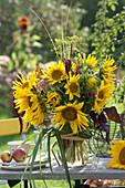 Gelber Strauß aus Helianthus annuus ( Sonnenblumen )
