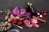 Verschiedene rote und lila Gemüsesorten