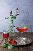Erdbeer-Basilikum-Martini