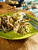 Spaghetti mit Gemüse und Algen