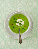 Pea soup with mint and chilli (seen from above)