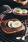 Chocolate pudding with bananas