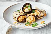 Auberginenröllchen mit Couscous