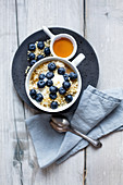 Porridge with yoghurt, blueberries and almonds