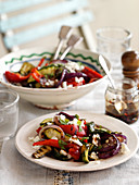 Salad with grilled gourgette with red pepper and feta