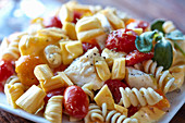 Pasta salad with jackfruit, mozzarella and tomatoes