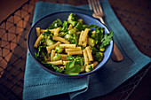 Makkaroni mit Ackerbohnen und Brokkoli
