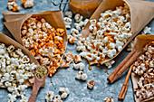 Popcorn, verschieden aromatisiert, in Papiertüten