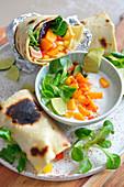Wraps mit Mango, Lachs und Feldsalat