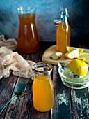 Switchel: Abnehmdrink mit Ingwer, Apfelessig, Sirup und Zitrone