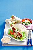 Wraps mit Rindfleischwurst und Gemüse