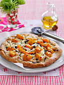 Butternusskürbis-Pizza mit Ziegenkäse