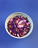 Red cabbage salad with apples