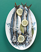 Mackerel in white wine with onions and lemons