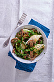 Shell pasta with mushrooms and rocket