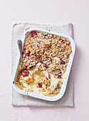 Bread and Butter Pudding mit Rhabarber, Orange und Mandeln