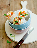 Salmon wraps with rocket and cream cheese