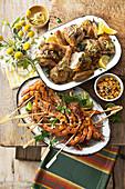 Cajun-Garnelenspiesse mit Mangosalsa und Hähnchen mit Pistazienbutter