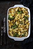 Spinach and broccoli pasta bake with vegan cheese (vegan)