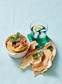 Gebratener Kürbis-Hummus und Fladenbrot (Marokko)