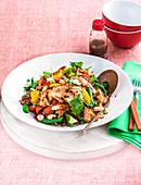 Roter Reissalat mit gegrilltem Soja-Ingwer-Lachs und Gemüse