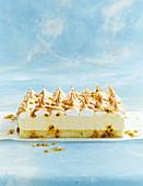 Zitronen-Mousse-Kuchen mit Baiser