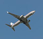 Boeing 737-800 in flight