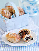 Eccles cakes (Puff pastries filled with raisins, England)