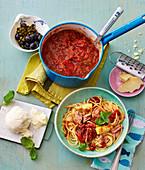 Pasta al pomodoro, alternativ mit Thunfisch und Artischocken