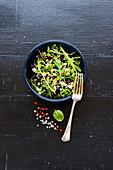 Rote-Bete-Salat mit Rucola, Feta und Kürbiskernen