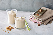 Banana pie smoothies with nutmeg