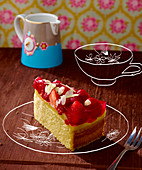 Sponge cake with vanilla pudding and fruit