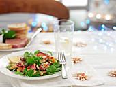 Lachs mit Feldsalat (weihnachtlich)