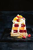 Tutti-Frutti-Eistorte in Kastenform