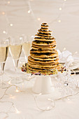 A savoury Christmas tree made of shortcrust pastry disks
