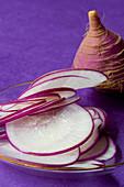 Sliced radishes (close-up)