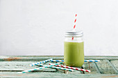Low-carb green protein smoothie to take away