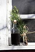 Selbst gemachtes Haaröl aus Birkenblatt, Brennessel, Rosmarin und Olivenöl