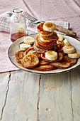 Bananen-Pancakes mit Ahornsirup