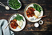 Slow cooked leg of lamb with mashed potatoes and green beans