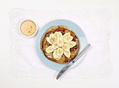 Bananenpfannkuchen mit Honig