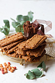 Speculoos on a wire rack