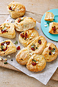 Sun-dried tomato, feta and herb no-knead pull-apart